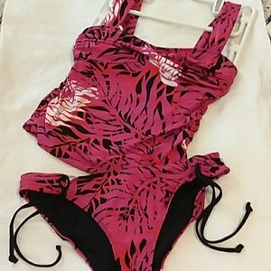 NWOT MultiColor Pink Red Black White Tankini